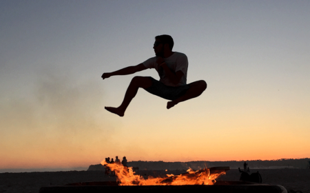 optimiert_jumping-over-the-bonfire-QL57Z2Z